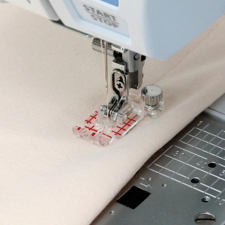 Stopka przezroczysta z prowadnikami (do maszyn z szerokością ściegu 9 mm), fig. 3