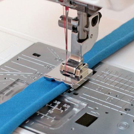Stopka do wszywania wypustek (bizy) (do maszyn z szerokością ściegu 9 mm), fig. 1