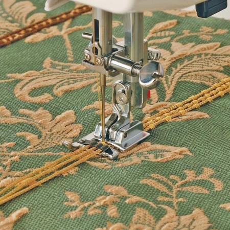 Stopka do naszywania ozdobnych sznurków (chwytacz wahadłowy), fig. 1