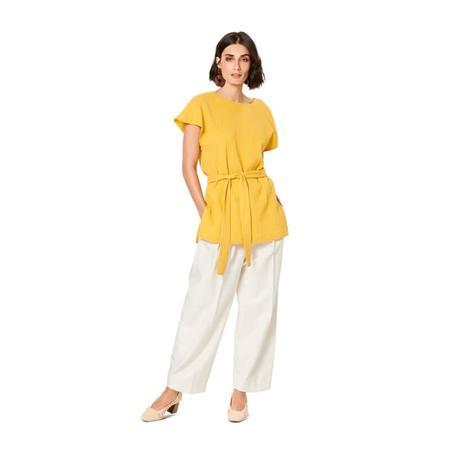 Wykrój BURDA: bluzka zobniżoną linią ramion i dekoltem wszpic zprzodu lub ztyłu, fig. 4