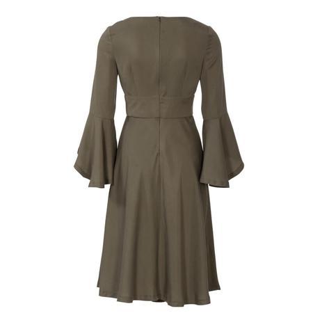 Wykrój BURDA: sukienka wstylu empire zpanelem pod biustem iz rozkloszowaną spódnicą, fig. 7
